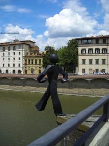 Клет скульптура -Обычного человека-