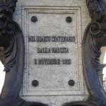 data decicazione sul piedistallo Fontana di Cellini sul Ponte Vecchio di Firenze scultore Raffaello Romanelli 1901