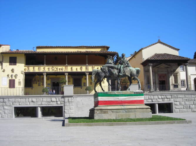 Фьезоле памятник на площаде Мино