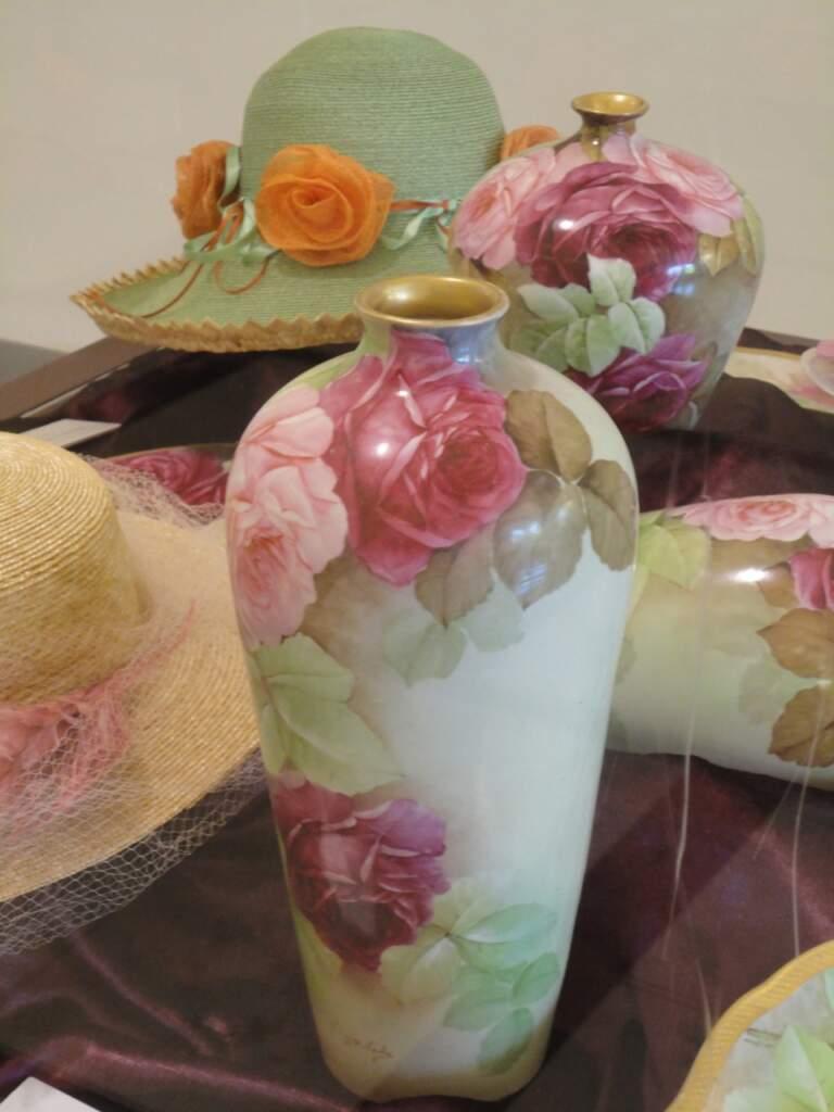 Blütenträume in Stroh und Porzellan