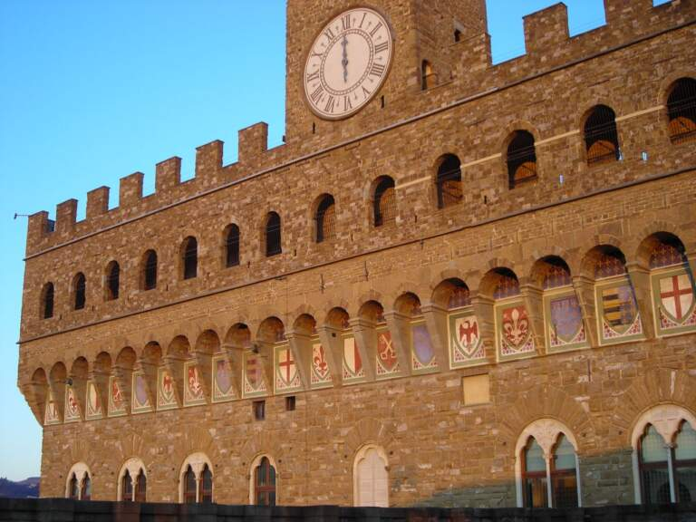 Gli stemmi sulla facciata di Palazzo Vecchio